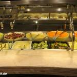 Salat-Bar auf dem Kreuzfahrtschiff MSC Fantasia